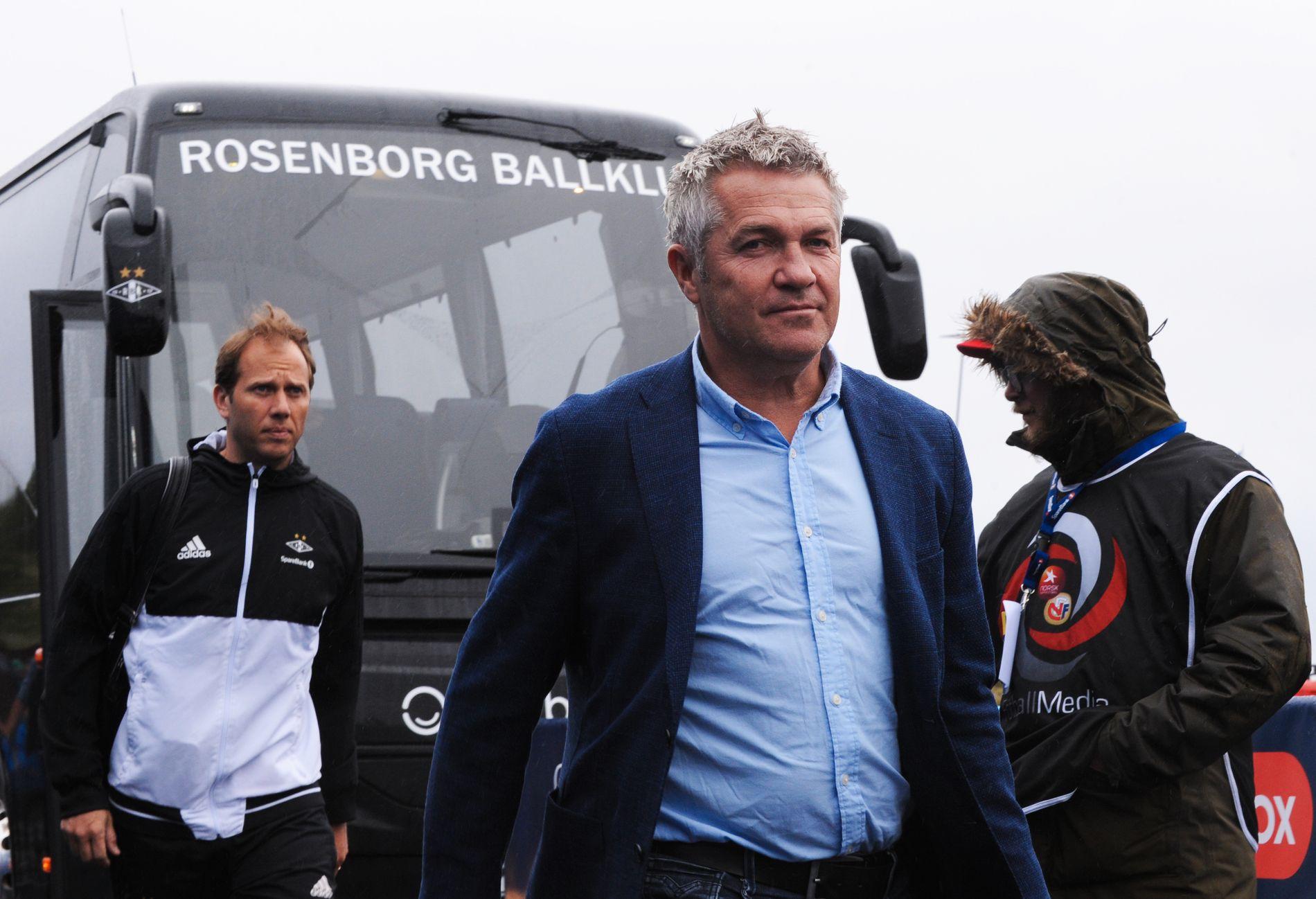 UT PÅ TUR: RBK-trener Kåre Ingebrigtsen på vei til bortekampen mot Kristiansund i sommer.