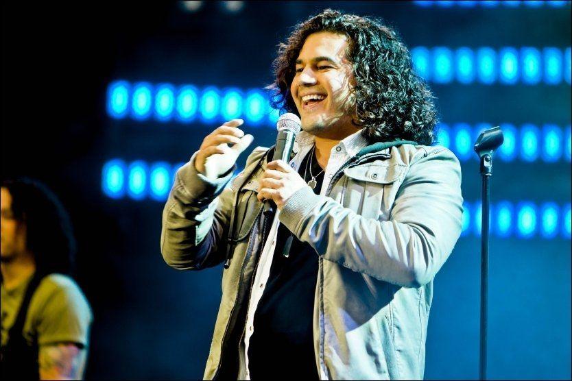RØRT: Chris Medina tok til tårene etter at han hadde opptrådt foran over 50.000 tilskuere på Rådhusplassen. Foto: Krister Sørbø/VG