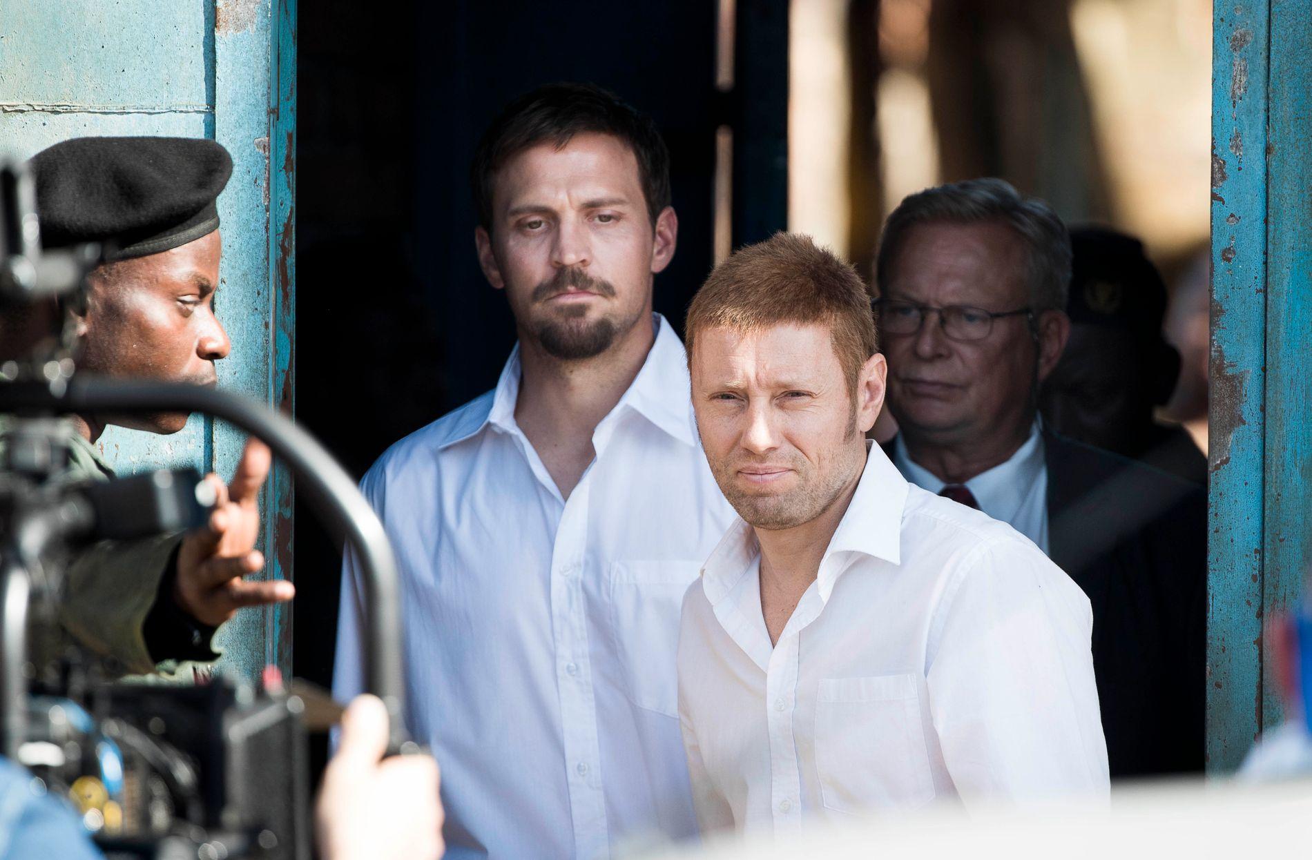OMDISKUTERT: Axel Hennie og Tobias Santelmann - her fra innspillingen i Sør-Afrika - spiller henholdsvis Joshua French og Tjostolv Moland i «Mordene i Kongo».