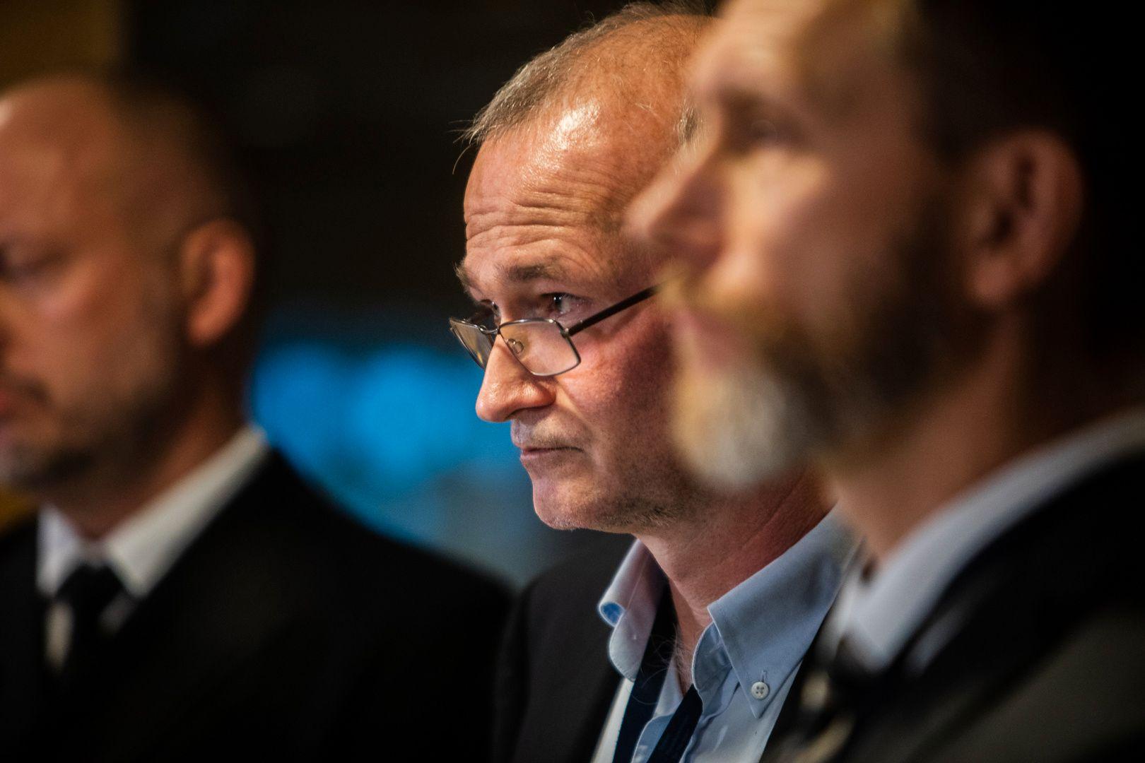 DESIGNFEIL: KNM «Helge Ingstad» ble vurdert som mulig å redde, helt til mannskapet oppdaget at stadig flere rom ble fylt med vann, opplyste avdelingsleder Dag Liseth i Havarikommisjonen.