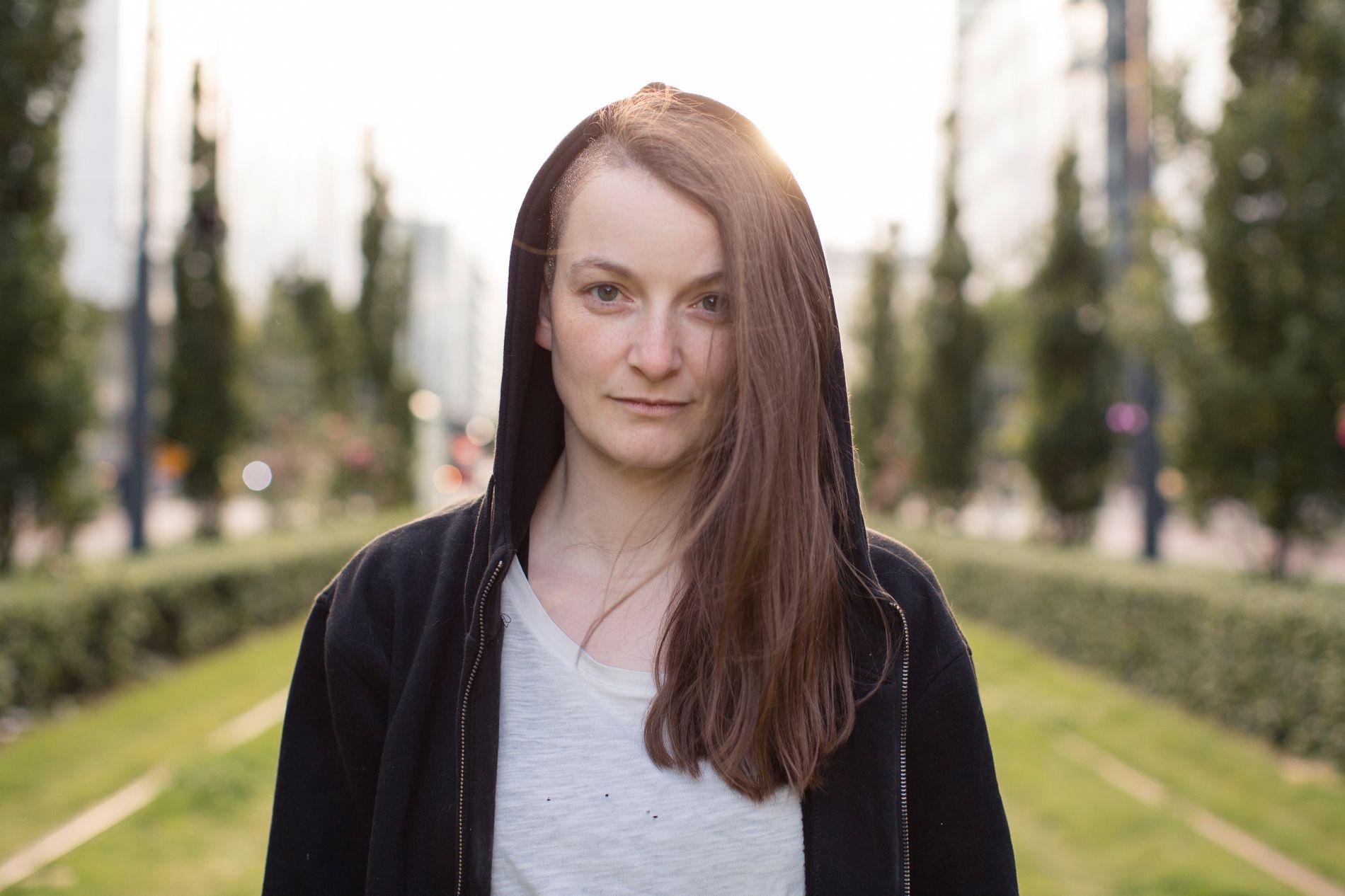 SKRIVER OM TIDSAKTUELT TEMA: I fjor høst snakket man om «barselbølgen» i norsk litteratur - nå kan vi snakke om barnløshet-bølgen. Eller «barnefri», som det gjerne kalles, når barnløsheten er frivillig,  skriver VGs anmelder, etter å ha lest Linn Strømsborgs (bildet) nye bok, hennes femte.