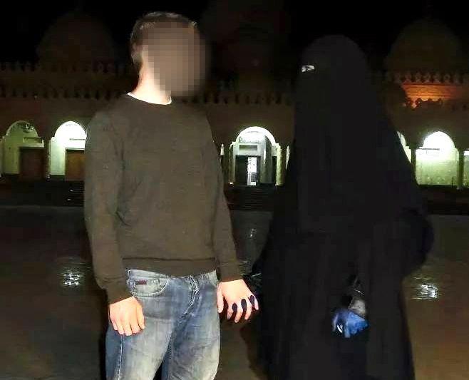 EKTEPAR: Dette er de to Levanger-vennene til Kristian Michelsen som reiste i forkant av ham sommeren 2014 til Syria. Ektemannen ble drept vinteren 2015, mens situasjonen til kvinnen er uavklart.