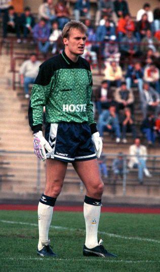 TOTTENHAM-PROFF: Erik Thorstvedt anno 1990. Her iført keeperdrakten til Tottenham.