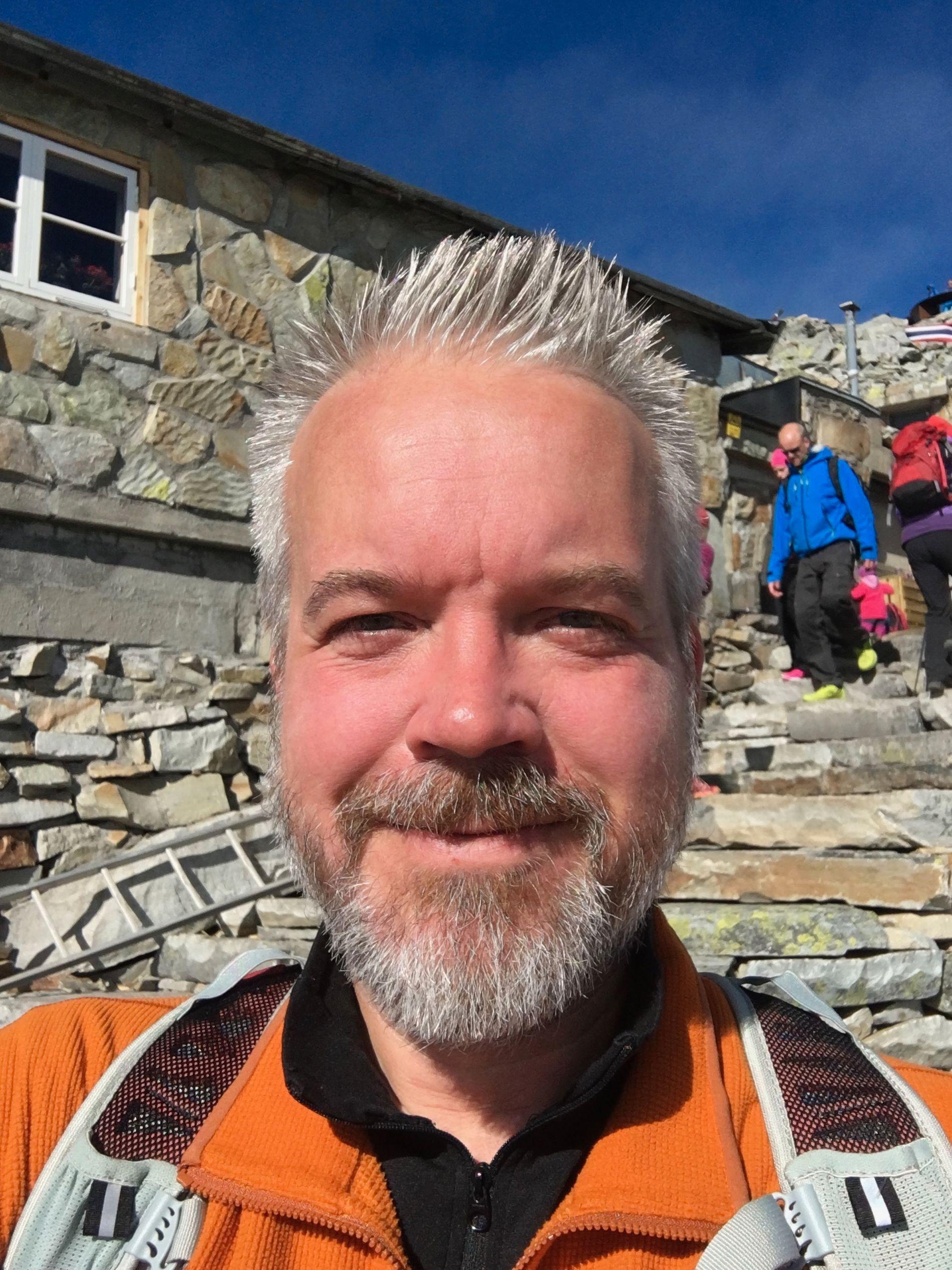 SPORTY: Eric Sandtrø oppfordrer nordmenn til å komme seg ut i norsk natur i sommer.