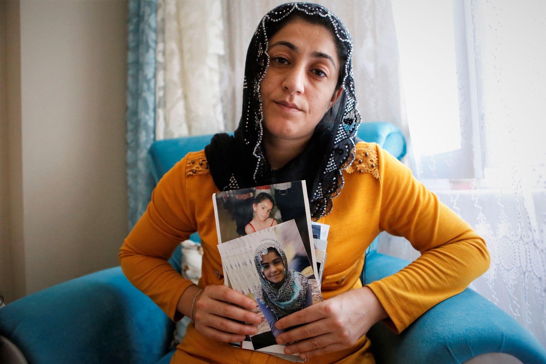 MORS SORG: Nazmiye Sen holder bildene av sin avdøde datter Helin tett inntil brystet. Over to år etter at hun ble revet bort fra familien, føles hver dag som tortur, sier hun.