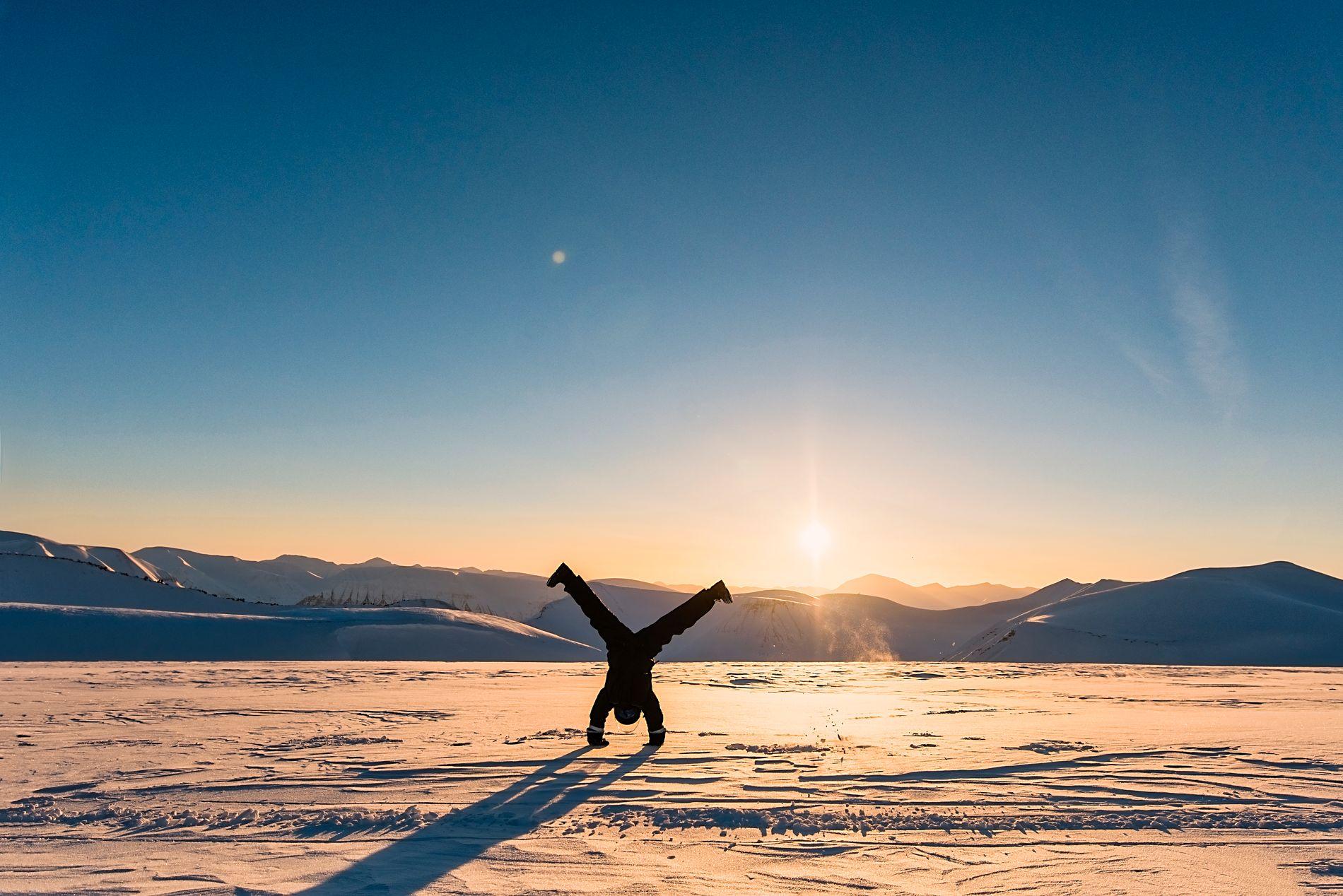 TETT PÅ: På Svalbard får du det magiske vinterlandskapet på kloss hold. Har du ikke opplevd det allerede, er det på høy tid.
