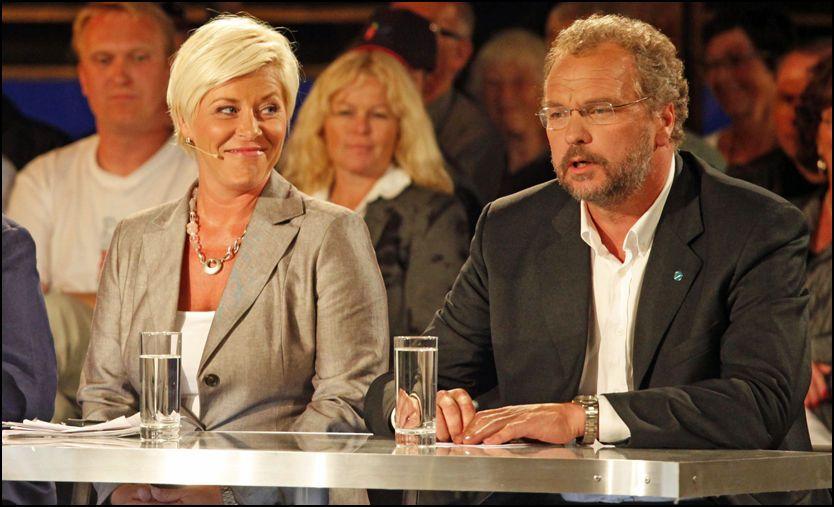 UKLART: Siv Jensen bryr seg lite om Lars Sponheims knallharde skyts mot Fremskrittspartiet under TV 2 partilederutspørring av ham mandag kveld. Foto: Scanpix