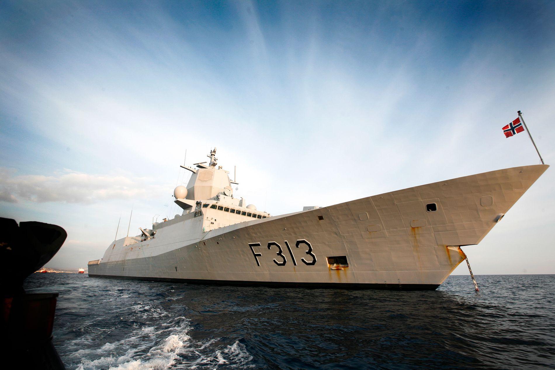 TAR INN VANN: Fregatten Helge Ingstad, her avbildet i janaur 2014.