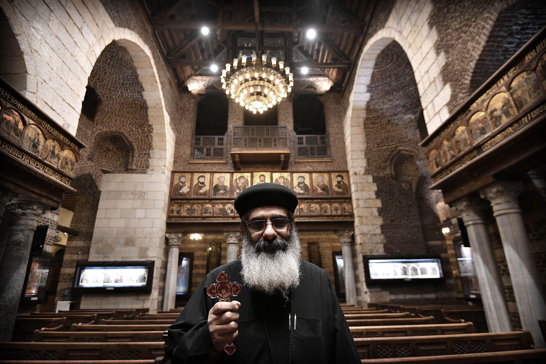 KIRKENS MANN: Presten Salib (54) i den koptisk-ortodokse kirken St. Marcorius i gamle Kairo forteller at flere kommer til gudstjeneste som følge av terrorangrepene.