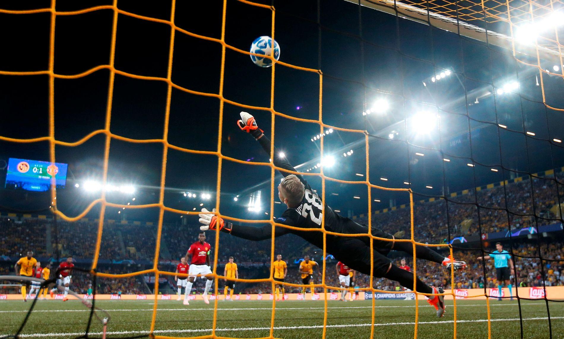 STRAFFE: Paul Pogba banker inn 2–0 på straffe rett før pause.