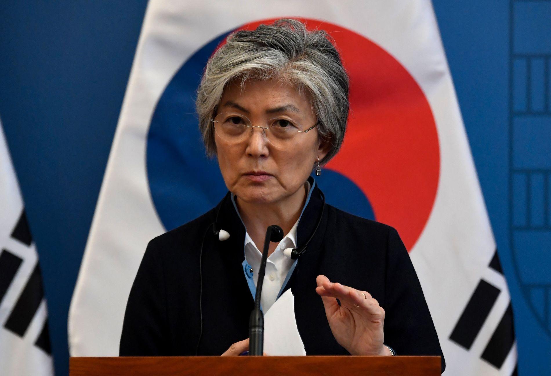 VIL HA FORTGANG: Den koreanske utenriksministeren Kang Kyung-wha vil ha båtvraket opp fra elvebunnen så fort som mulig.