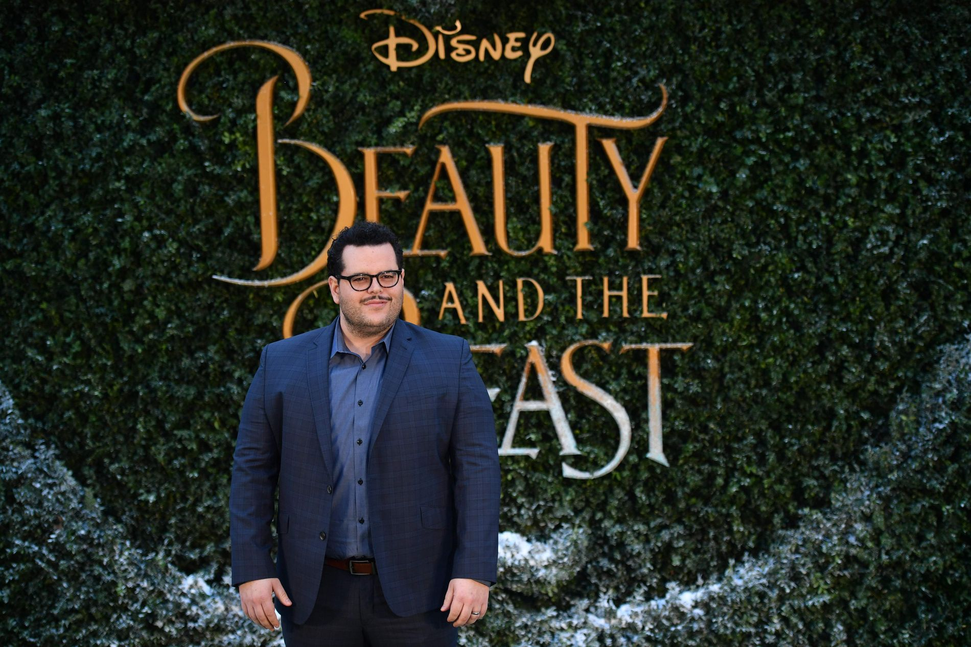 FØRSTE «DISNEY-HOMSE»: Den amerikanske skuespilleren Josh Gad, spiller karakteren LeFou i den nye versjonen av «Skjønnheten og udyret», som har Norges-premiere 17. mars.