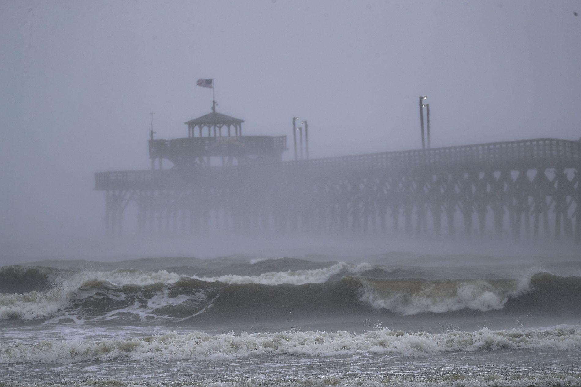IGJEN: Amerikanerne forbereder seg på nok en orkan, knapt en måned etter orkanen «Florence» herjet.
