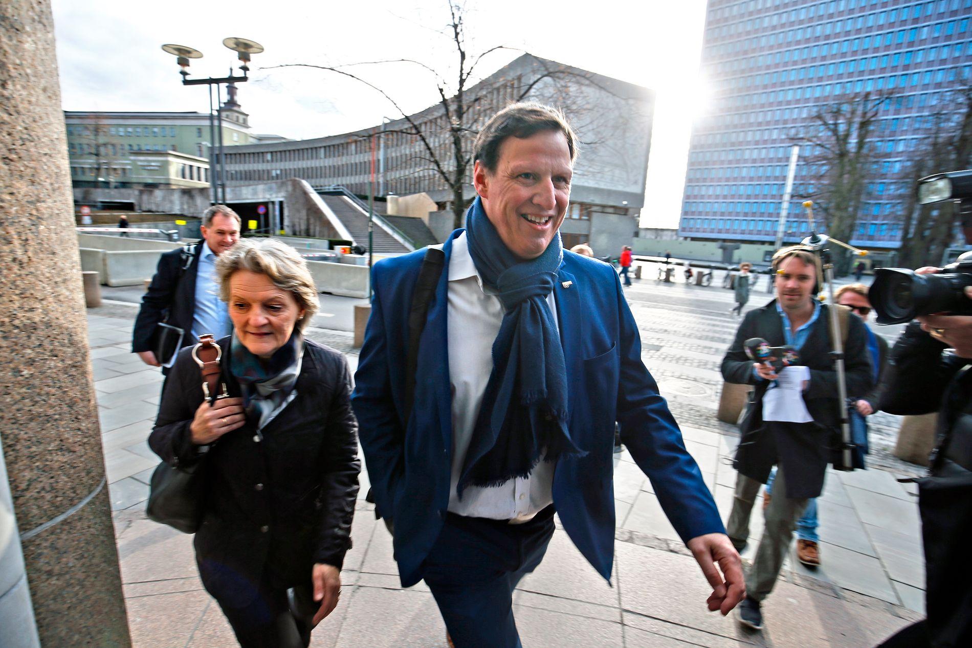 PRESIDENT OG VISEPRESIDENT: Kristin Kloster Aasen er IOC-medlem og 1. visepresident i Norges idrettsforbund. Her er de på vei inn til et møte med daværende kulturminister Linda Hofstad Helleland i 2016.