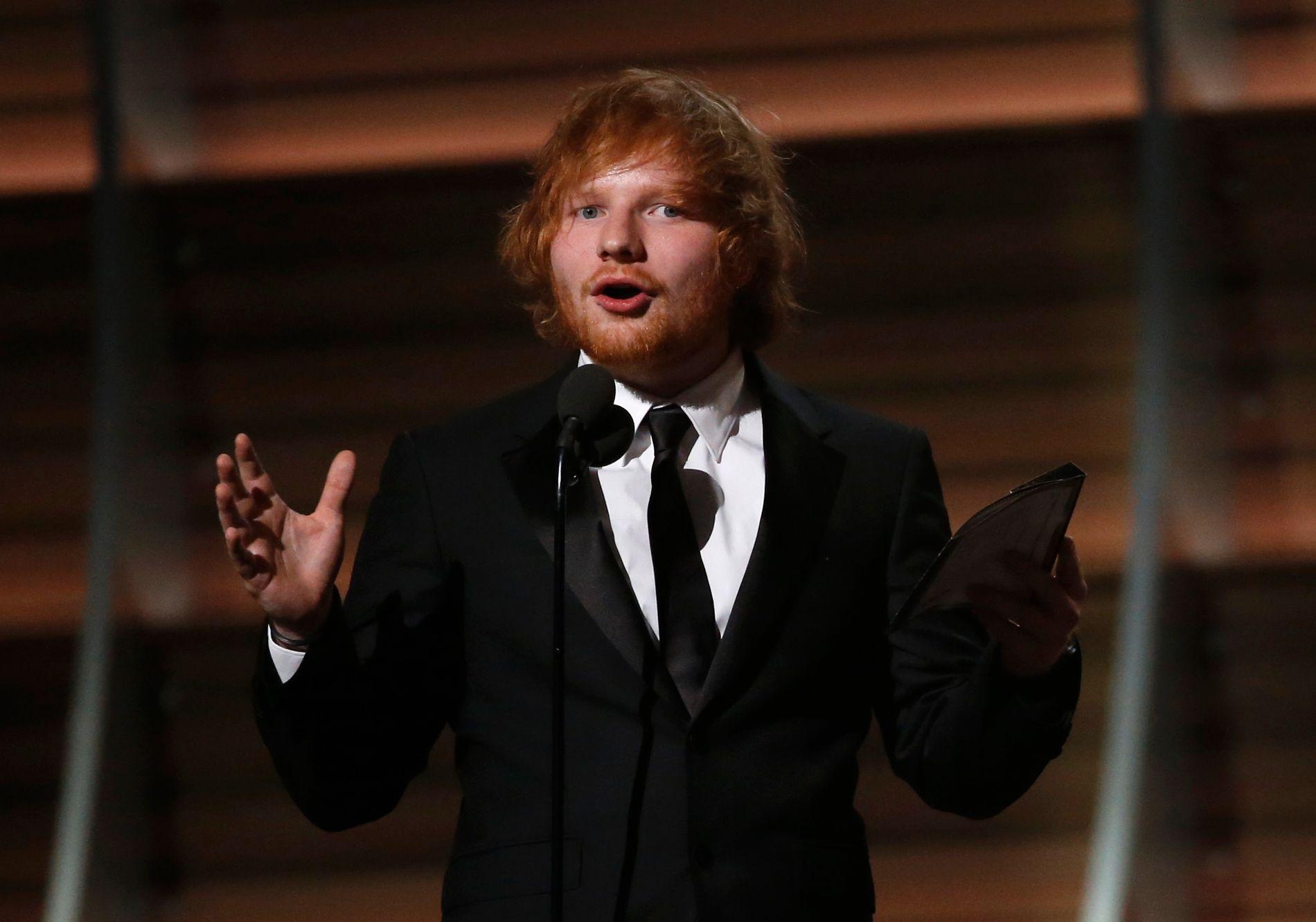 I RAMPELYSET: For andre gang denne sommeren skaper Ed Sheeran overskrifter i forbindelse med søksmål. Her under Grammy-utdelingen i februar.