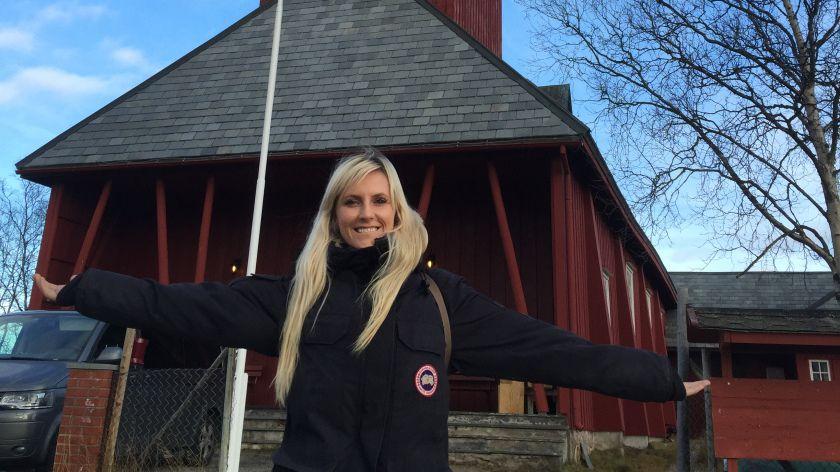 DROPPET PLYSTRINGEN: Maria Arredondo og Torstein Sødal ønsker å vise at det er høyt under taket i kirkerommet.
