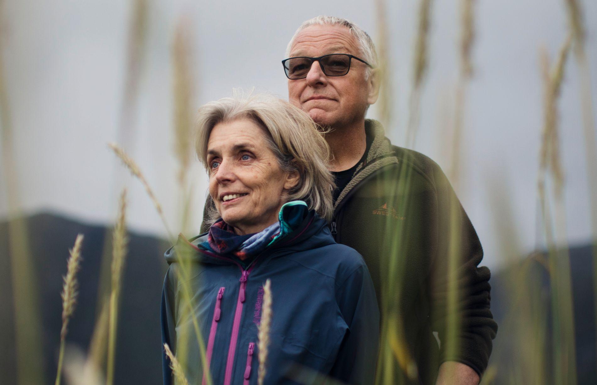 FORFATTERPAR: Roy Jacobsen har for første gang skrevet en roman sammen med sin kone Anneliese Pitz. Hun kunne et «glemt» skriftspråk som vekket til live en for lengst avdød 90-årings tekst.