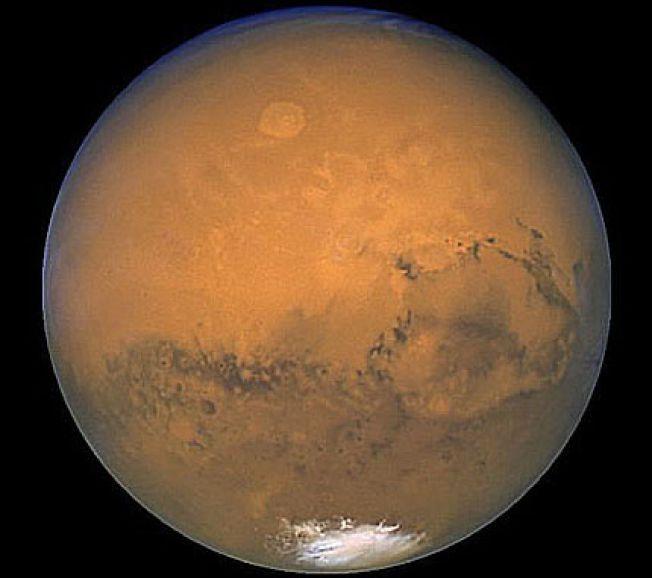 MYSTERIEPLANET: Mandag ettermiddag annonserte NASA at de har funnet bevis for rennende vann på Mars – en oppdagelse med potensielt stor betydning for muligheten for liv på planeten.