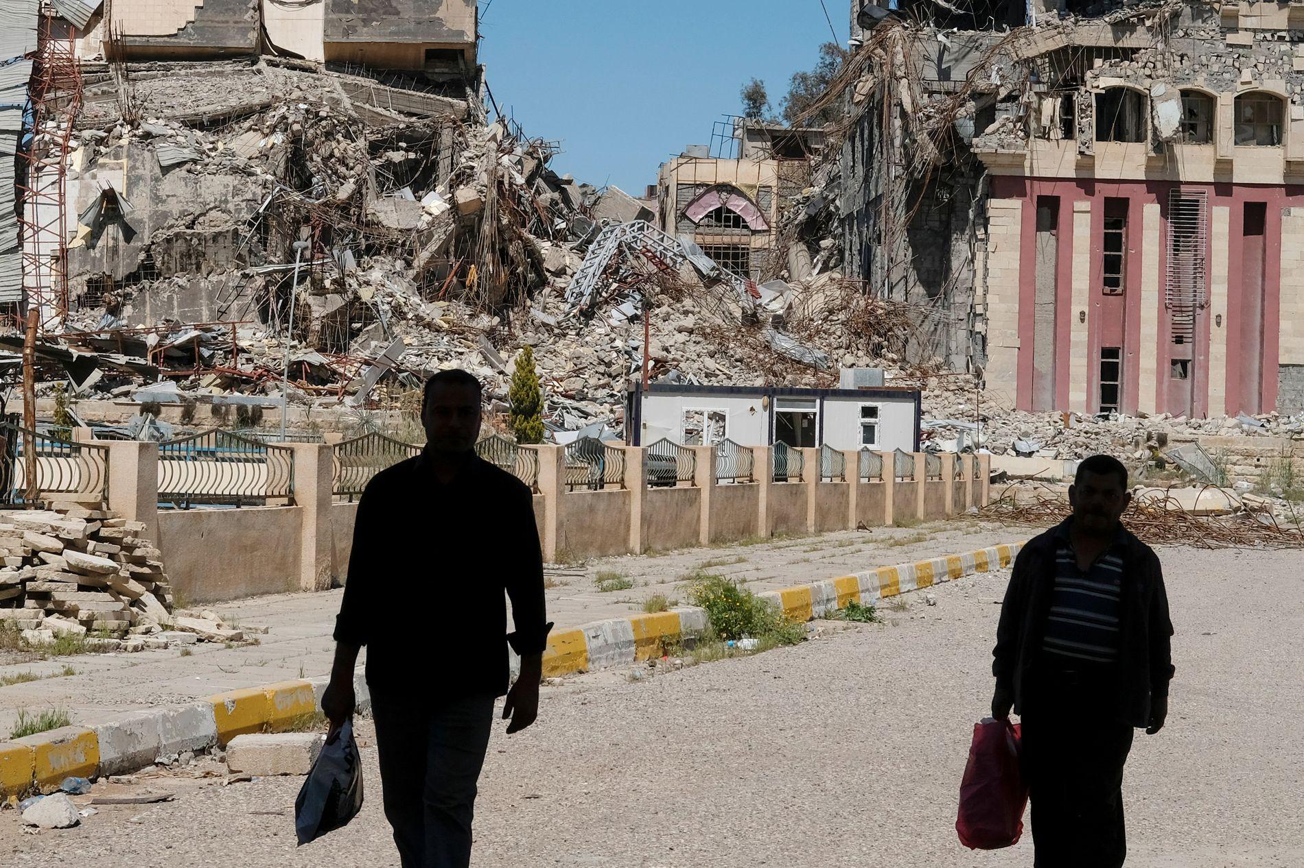 TOTALSKADET: Dokumentene som skal dokumentere de grufulle eksperimentene, ble funnet i ruinene av universitetet i Mosul.