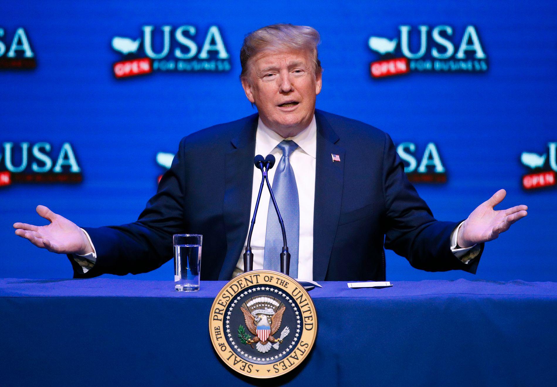 FORSLAG: Søndag kom presidenten med et nytt forslag som han mener vil være med på å forsterke sikringen USAs grenser. Bildet er tatt under en debatt om skattereform i Las Vegas lørdag.