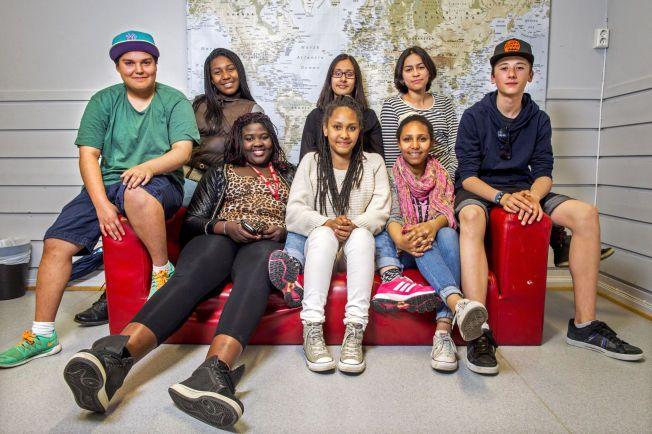 GIR RÅD: Bak fra venstre: Matheo (15), Mingel (15), Aysha (15), Jessica (16) og Leo (15). Foran fra venstre: Khady (15), Milena (12) og Dyana (14).