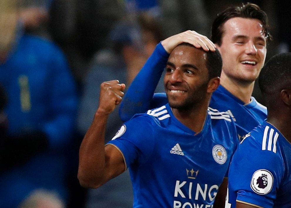 SENKET MANCHESTER CITY: Ben Chilwell gratulerer Ricardo Pereira med 2–1-scoringen for Leicester.