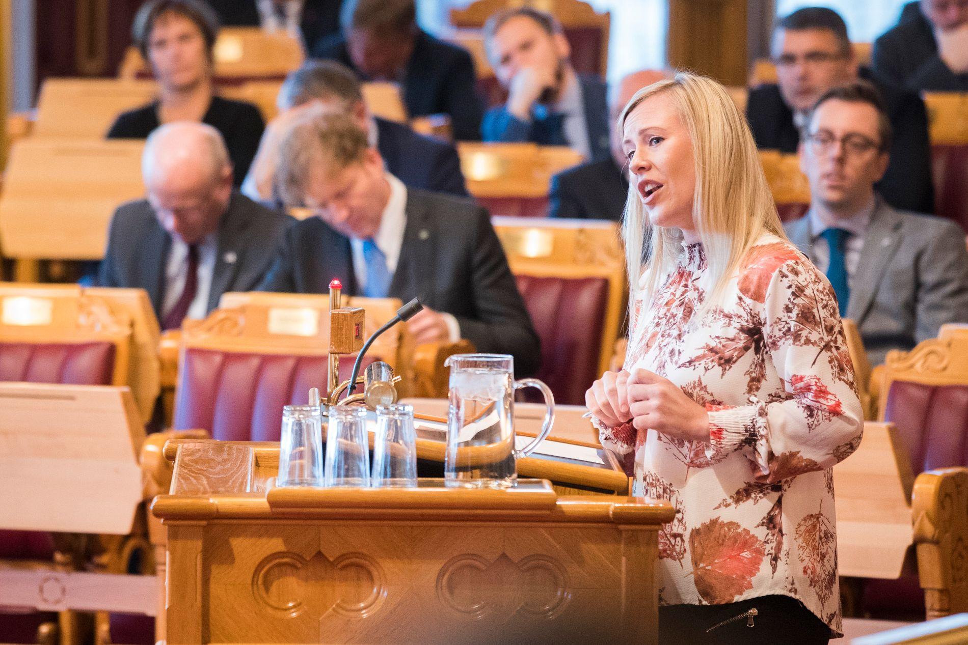 Aps Lene Vågslid fremmer tirsdag 17 forslag som skal motvirke overgrep mot barn.