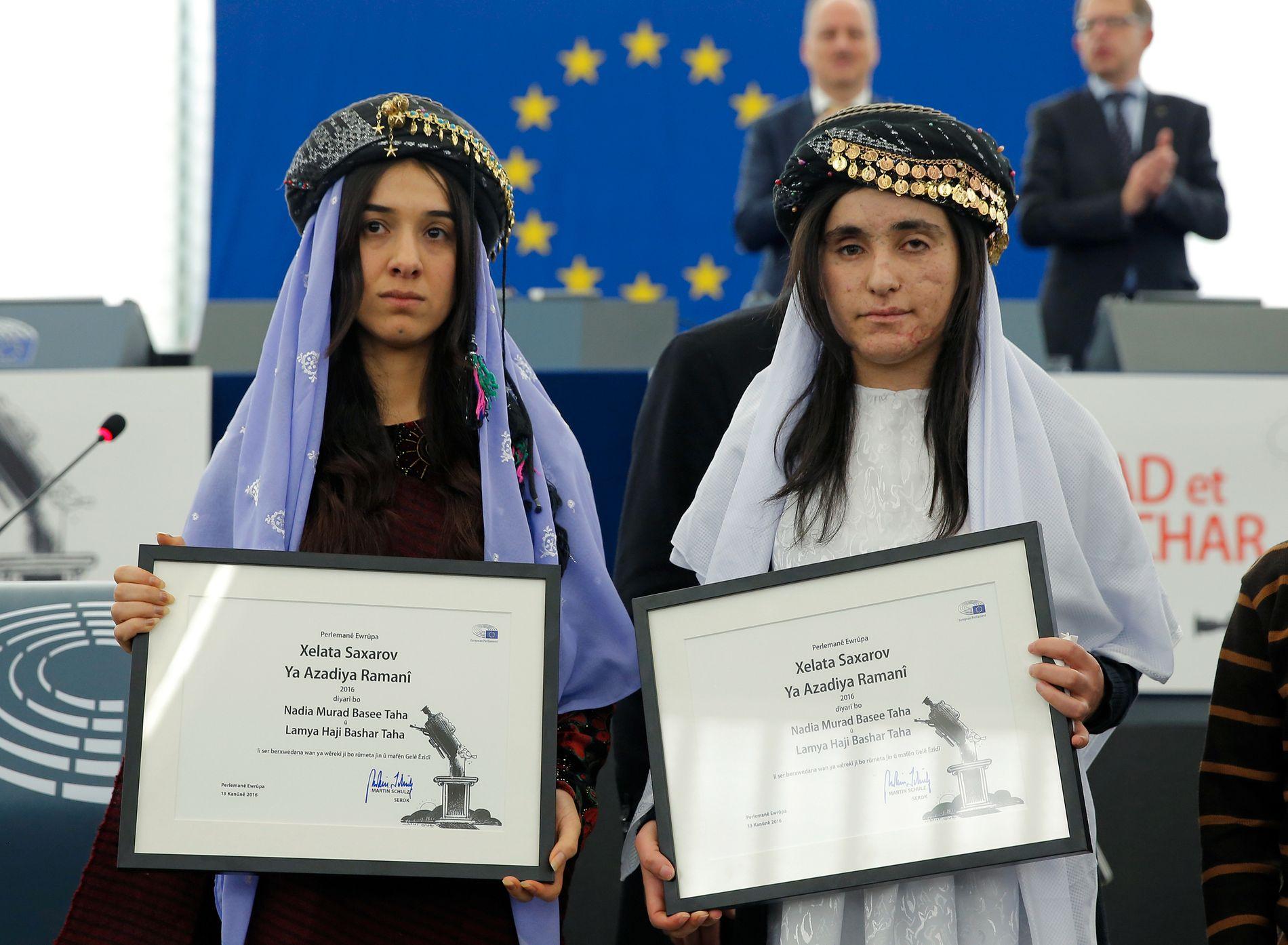 HEDRET:  Nadia Murad og Lamiya Aji Bashar, begge yezidier fra Irak, ble i 2016 tildelt Sakharov-prisen under en seremoni i Europaparlamentet i Strassbourg.