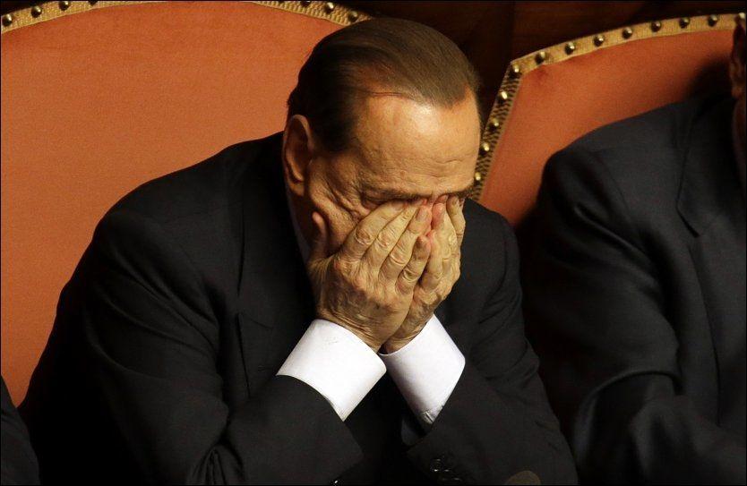 MOTGANG: Silvio Berlusconi står i fare for å bli utestengt fra den italienske forsamlingen. Her er han fotografert etter en tale han holdt for Senatet i Roma onsdag denne uken. FOTO: AP Photo/Gregorio Borgia