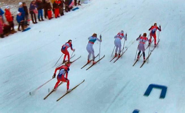 SKØYTET? Therese Johaug (bakerst) under den klassiske sprintfinalen i Oberstdorf 5. januar 2016. Johaug måtte forklare seg for juryen om det som så ut som skøytetak under sprintfinalen.