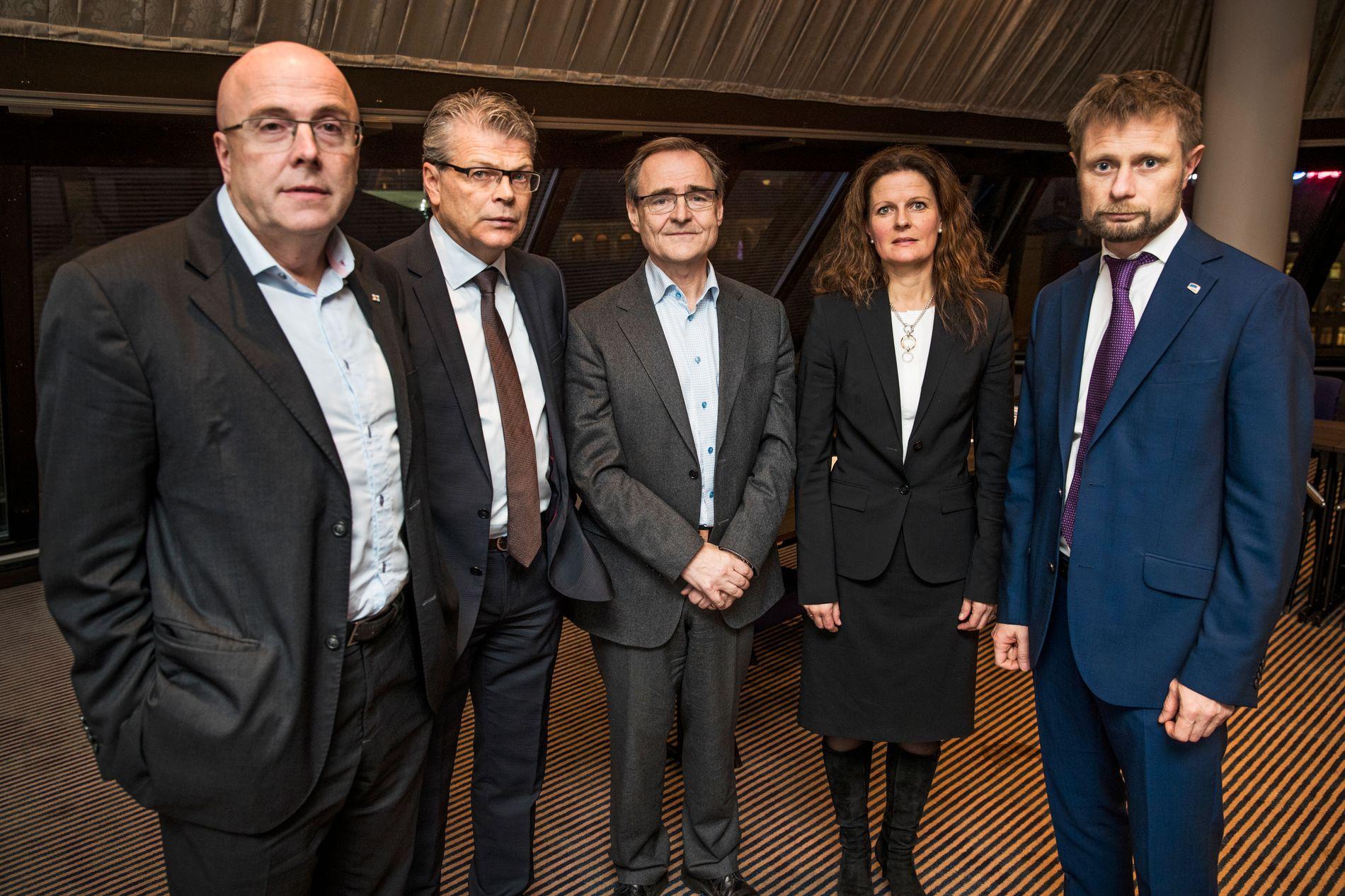 ENDRER: Toppsjef i Helse Nord, Lars Vorland (i midten) erkjenner at kontrakten hans bryter med statens retningslinjer. Her er han sammen med regionssjefene i helse-Norge og helseminister Bent Høie (H).