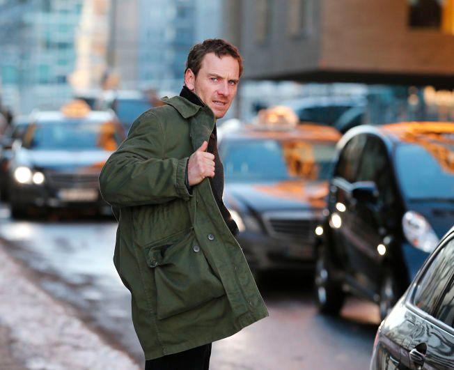 BLIR KJENT MED OFTEBRO: Hovedrolleinnehaver Michael Fassbender som Harry Hole fotografert under innspilling i Oslo.