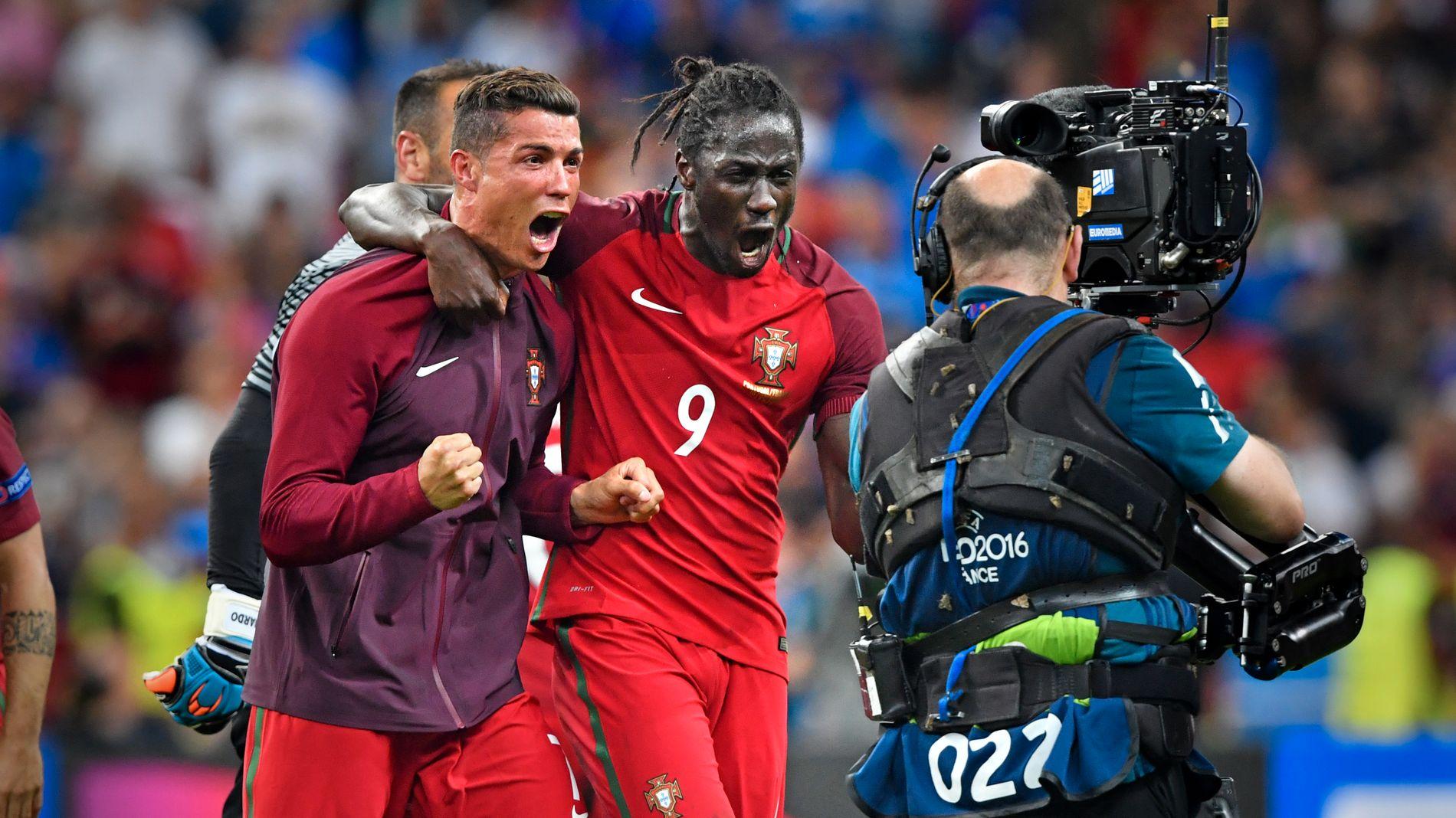 EUROPAMESTER: Kaptein Cristiano Ronaldo sammen med målscorer Éder etter kampen.