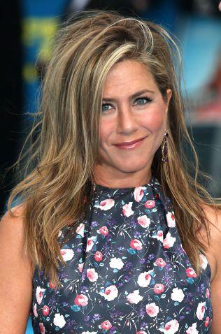 ALL GRUNN TIL Å SMILE: Jennifer Aniston er kanskje ikke kjent for å spille i kritikerroste filmer, men klager neppe over inntektene. Denne gangen suste hun inn på en tredjeplass.