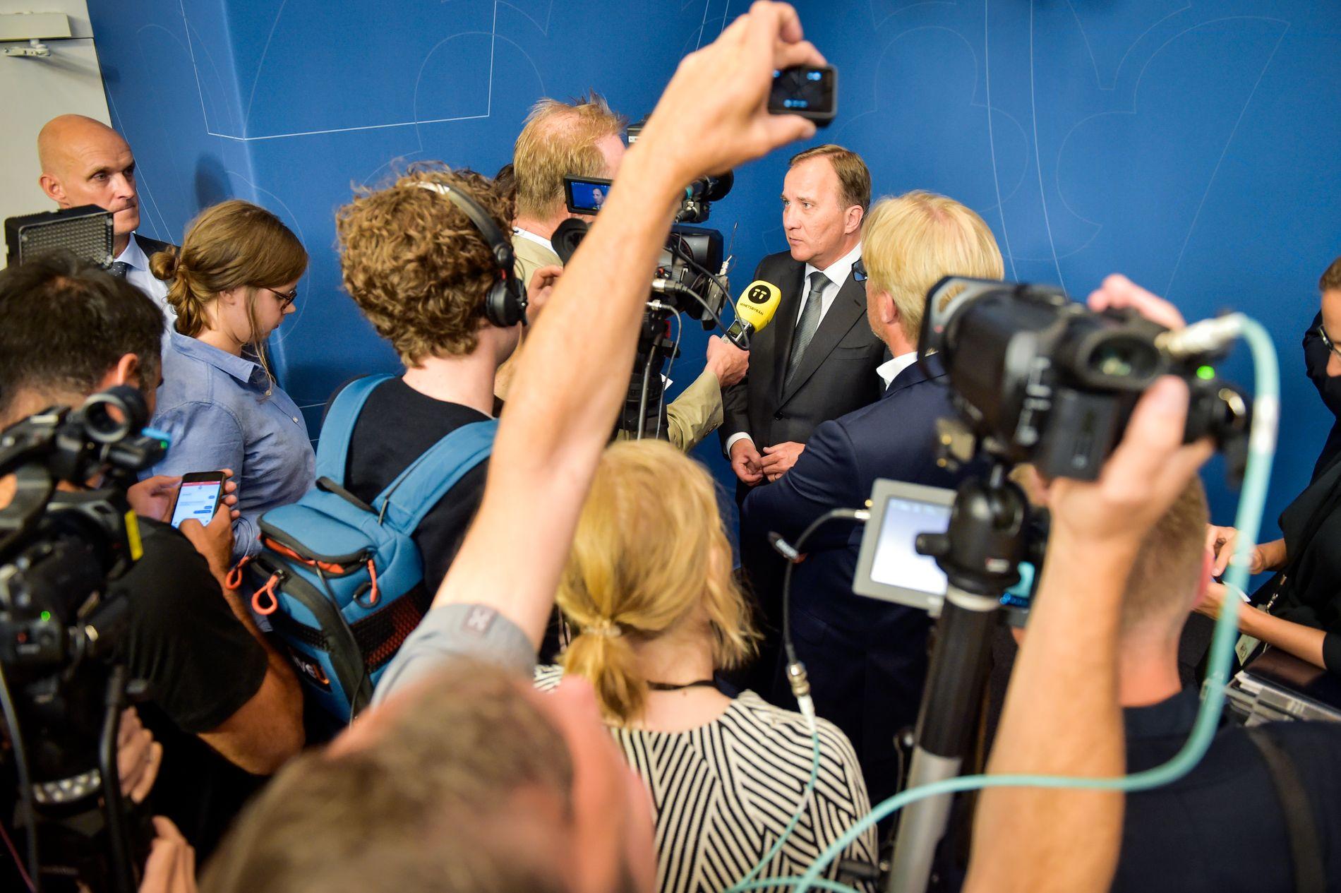 DATATRØBBEL: Statsminister Stefan Löfven holder pressekonferanse i forbindelse med at sensitive opplysninger er på avveie fra det svenske transporttilsynet.