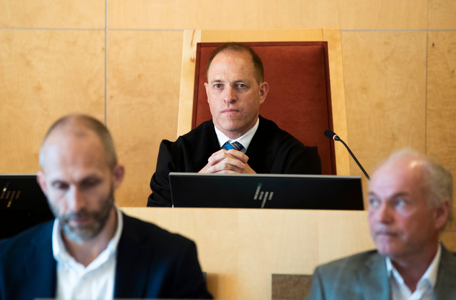 DOMMER: Tingrettsdommer Ingulf Nordahl (midten) og rettspsykiaterne Alexander Rønningsdalen Flaata (t.v.) og Terje Tørrissen