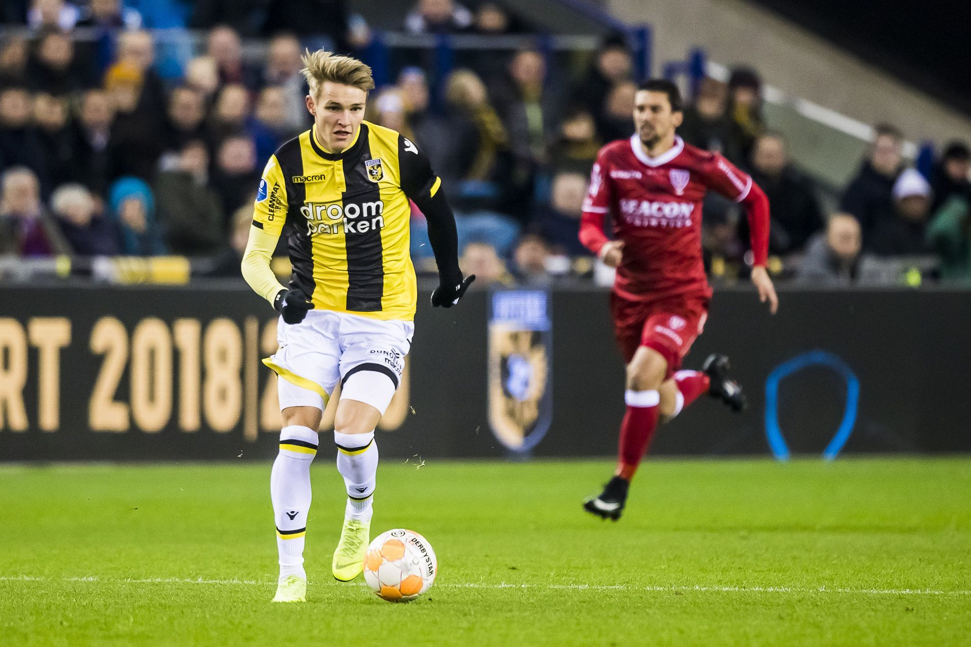 BRILJERTE: Martin Ødegaard med ballen i kampen mot  VVV-Venlo der nordmannen scoret kampens første mål.