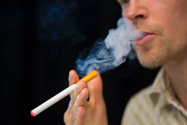 CIGALIKES: De tradisjonelle e-sigarettene, såkalte cigalikes, blir de eneste som blir tillatt om regjeringens forslag blir vedtatt. Disse ser ut som tradisjonelle sigaretter og inneholder maksimalt 20 mg nikotin. De er dårlig likt blant storforbrukere av annet utstyr- utstyr som inneholder store mengder nikotin og har større batterikapasitet.