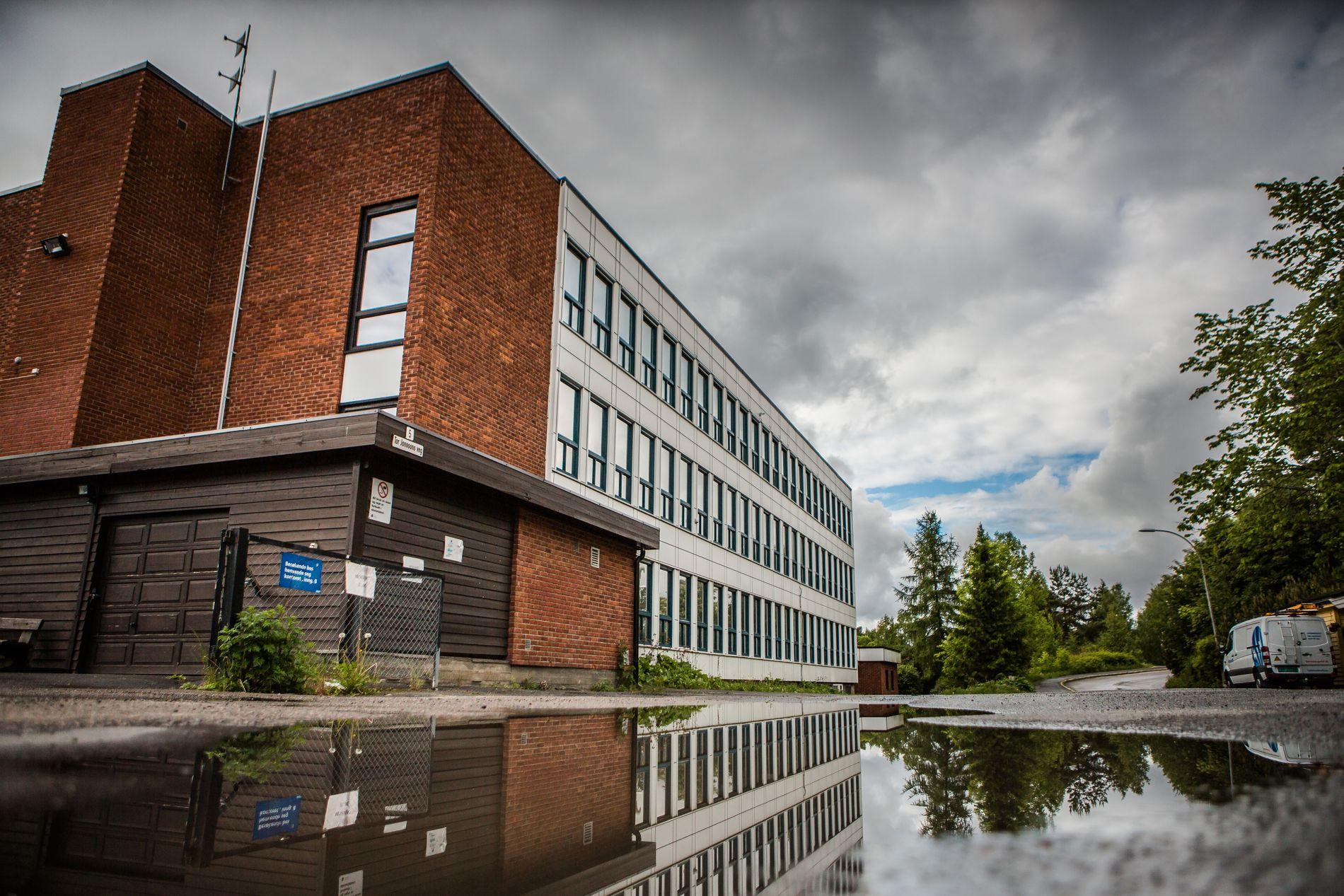 HØSTFERIE: Det er høstferie på Ulsrud videregående og Oslos 184 skoler denne uken.  Skolen er en av flere som har fått oppmerksomhet etter vold, trusler og rus blant elevene de siste årene.