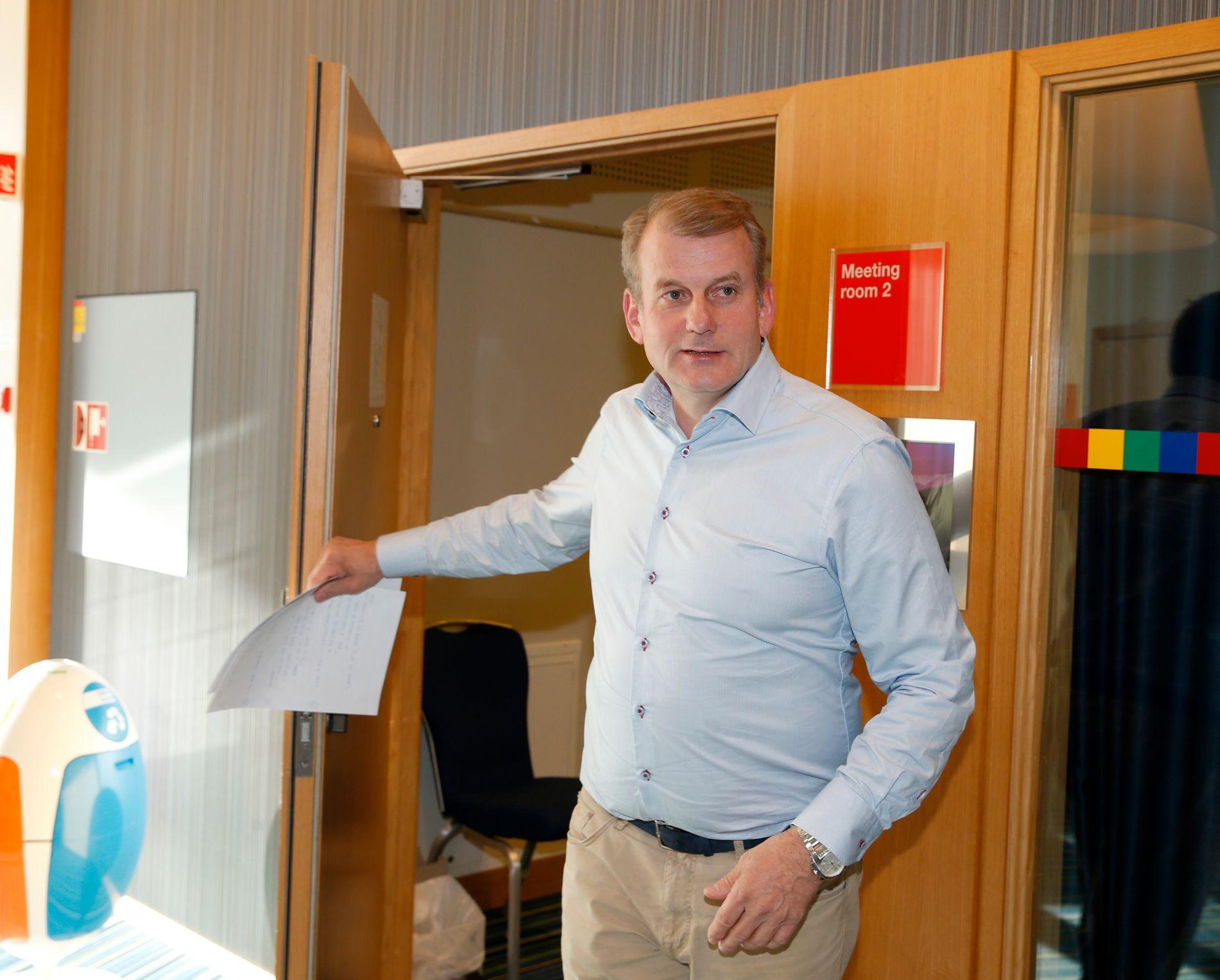KREVENDE TIDER: Skipresident Erik Røste får stadig flere utfordringer å håndtere. I tillegg til problemene langrenn har stått oppe i, er det krevende tider i alpinleiren.