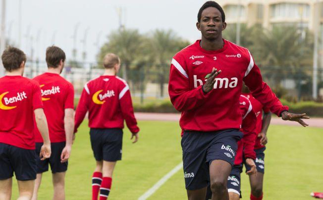 SKADETRØBBEL: Mushaga Bakenga, her på landslagssamling i fjor, kan bli nødt til å ta en lang fotballpause.