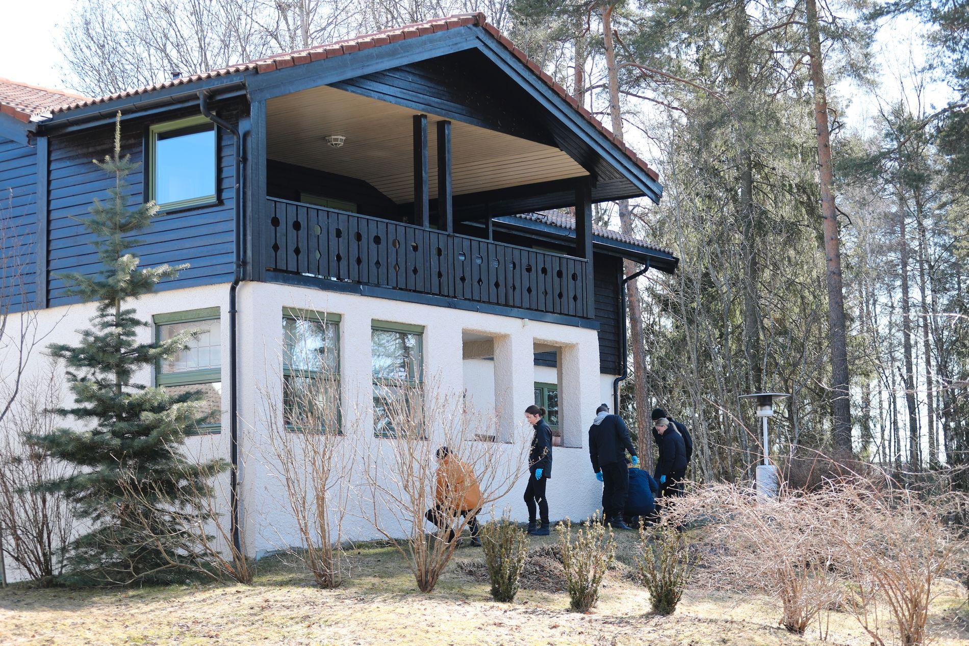 BOLIGEN: 10. og 11. april i år gjorde politiet nye undersøkelser ved Sloraveien 4 på Fjellhamar i Lørenskog.