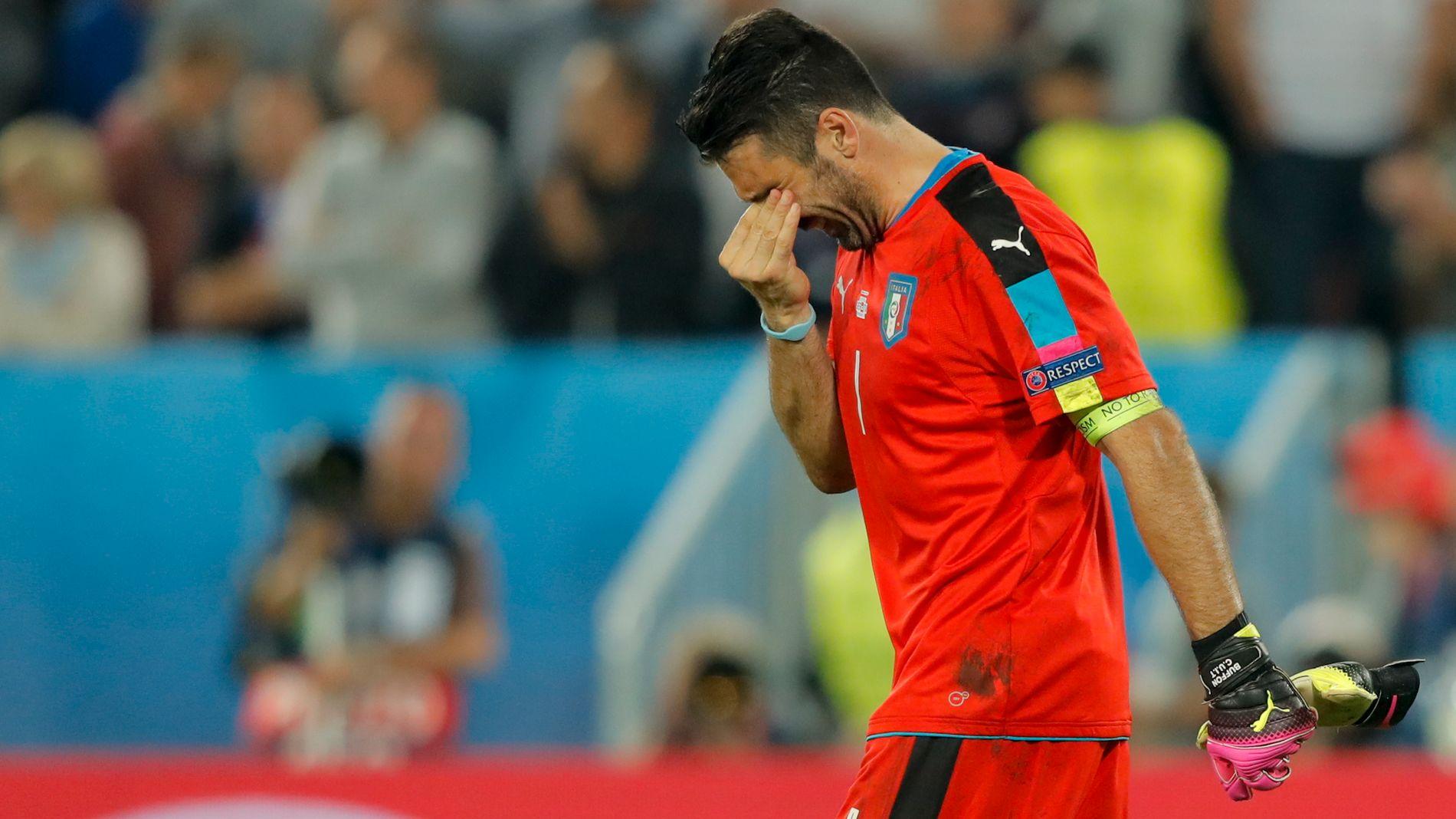 FORTVILET: Gianluigi Buffon var tydelig skuffet etter tapet mot Tyskland. Men uttalelsene tyder på en stolt Italia-kaptein.