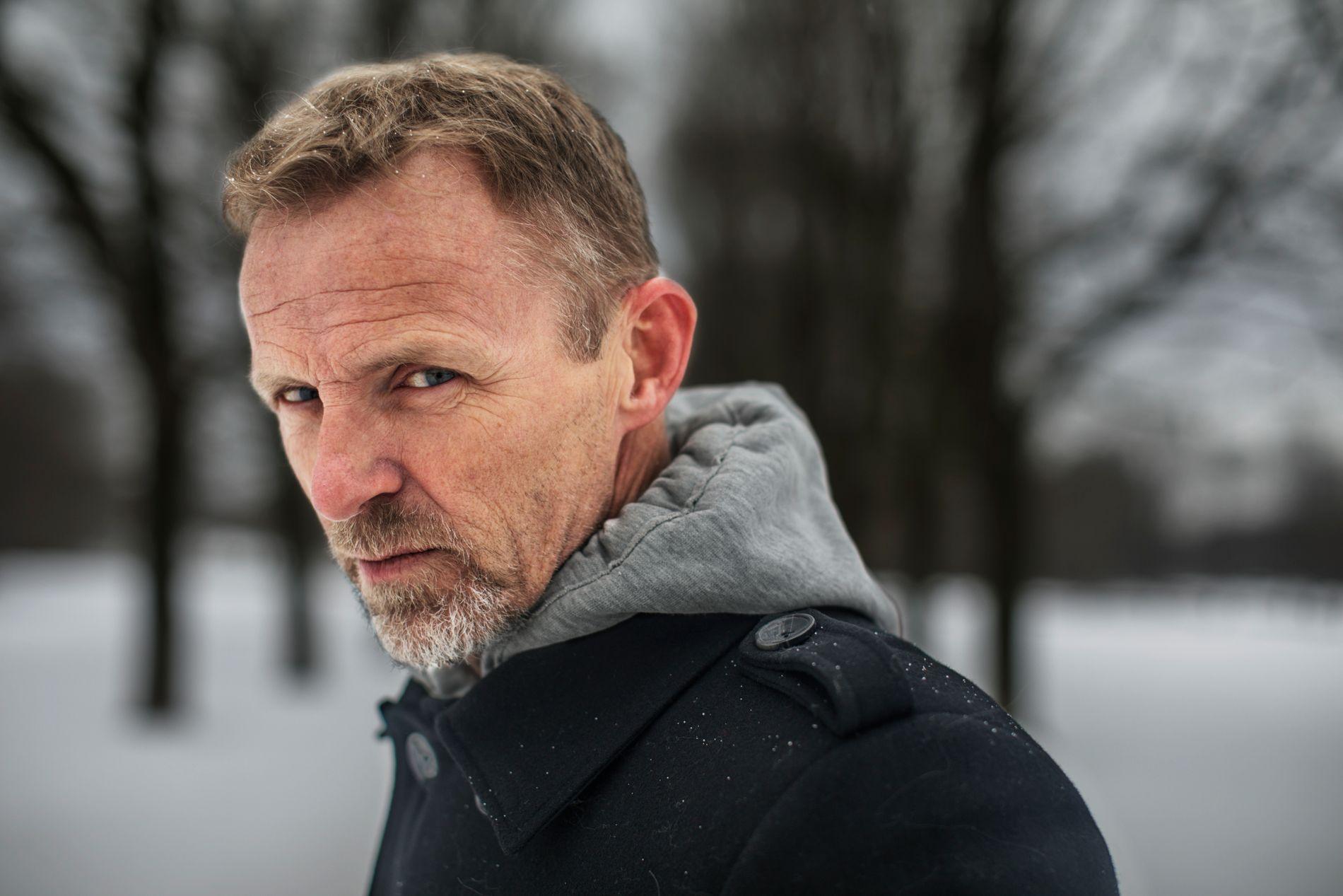 NEI TIL STORDALEN: Jo Nesbø (57) sier at han sitter trygt på tribunen som tilskuer når det gjelder Stordalens inntreden i bokbransjen. Torsdag kommer hans versjon av Shakespeares «Macbeth» -  men selv er han langt inn i neste Harry Hole-bok - som trolig er slutten på serien.