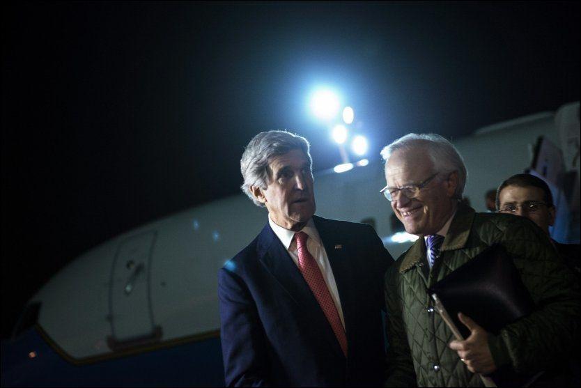 TROR PÅ IRAN: USAs utenriksministerJohn Kerry, som er på rundreise i Midtøsten med spesialutsending Martin Indyk, antyder at Iran kan spille en rolle på Geneve-konferansen om Syria. Foto: Reuters