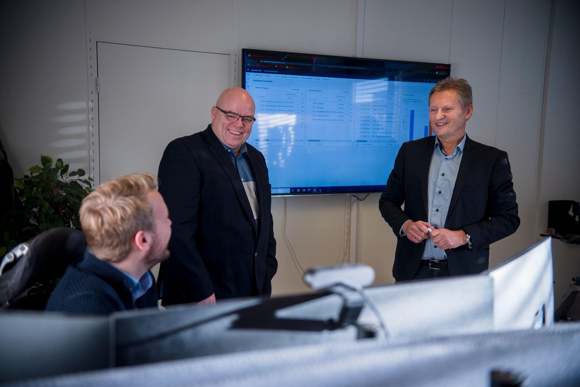 FREMOVERLENTE: Det er daglig leder Morten Eriksen (til høyre) og Avant IT-kollegene, blant andre Espen Mellesmo (til venstre) og Stig Karlsen, som står bak Avant Legal 365.