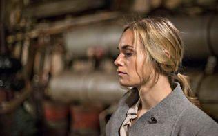 I HARDT VÆR: Skurk eller ikke skurk. Det er spørsmålet som gjelder for danske Laura Christensen som spiller Ellen i «Mammon». Foto: GISLE ODDSTAD, VG