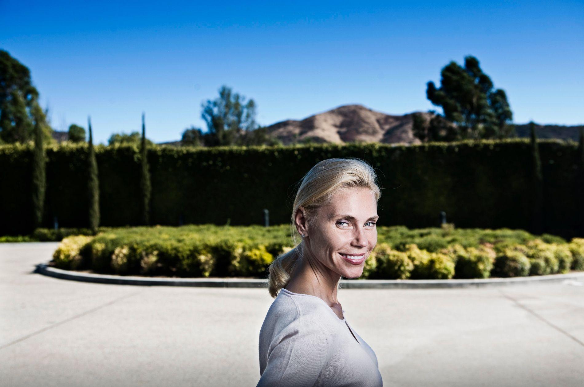 IKKE NÅDIG: Anna Anka er tilbake i «Svenske Hollywoodfruer» og hun har ikke mye pent å si om de andre fruene.