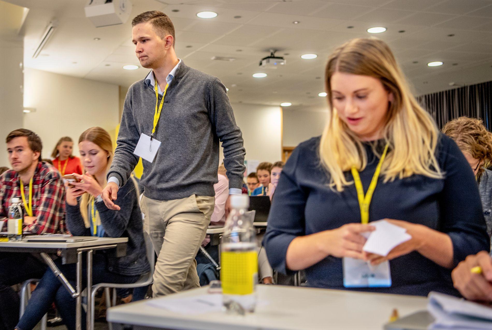 STEMMER ULIKT: Nestledere i KrFU, Nikolai Berglund Skogan vil stemme i tråd med partileder Knut Arild Hareides råd til KrFs, i strid med KrFU-leder Martine Tønnessen, som mener ungdomspartiet må følge eget regjeringsvedtak.