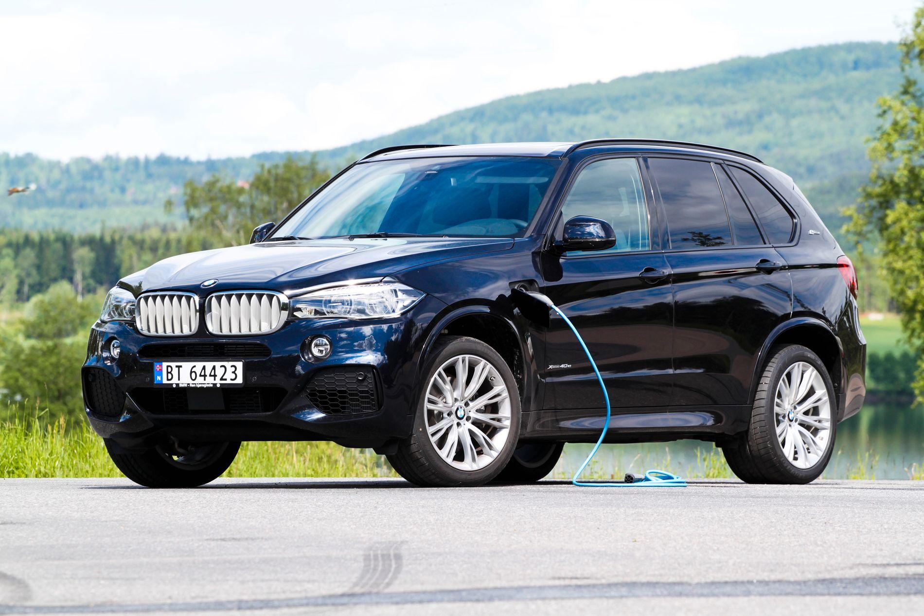 REKKER IKKE ALT: BMW X5 40e er en ladbar hybrid med begrenset elektrisk rekkevidde. Bilen straffes derfor med høy rekkeviddeavgift.